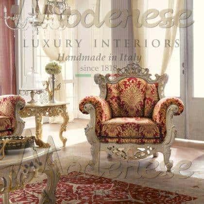 fabrication de meubles artisanaux haut de gamme meilleur made in Italy fauteuil de style baroque fabriqué à la main sculptures faites à la main fauteuil de luxe laqué blanc intérieurs en bois massif de qualité supérieure palais luxueux décoration de dessus de fauteuils victoriens ornementaux idées palais royal fauteuils rococo intemporels traditionnels