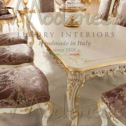 table à manger décorative détails de la feuille d'or haut ornemental fait à la main peintures personnalisées en bois massif production de meubles italiens décoration classique de la maison magnifique fabriqué en Italie tissus royaux meubles sur mesure design exclusif mode de vie de luxe