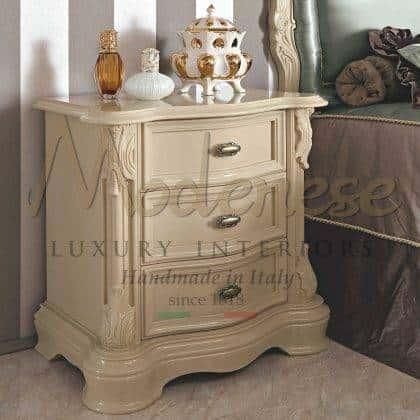Роскошные спальни в стиле барокко эксклюзивные тумбочки на заказ классические прикроватные итальянские тумбочки элегантный дизайн интерьеров классическая итальянская мебель на заказ премиум класс мебель