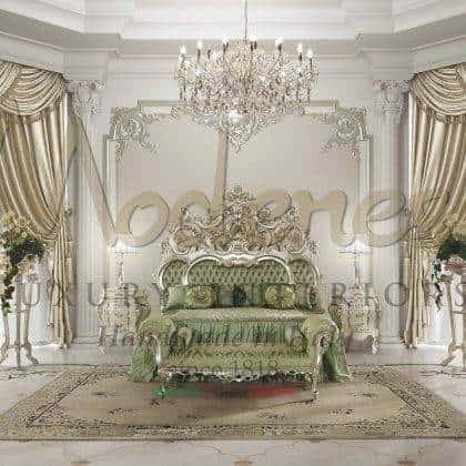 meubles italiens de luxe royaux détails de finition à la feuille d'argent dessus en onyx vert élégant lit de la suite principale majestueux palais royal en bois massif meubles de banc de maître fabriqués en Italie artisanat design d'intérieur exclusif villa italienne décorations royales meubles de style baroque traditionnel intemporel vénitien artisanal fait main