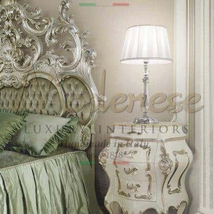 têtes de lit élégantes opulentes sculptures faites à la main finition en bois massif détails argentés raffinés fabrication artisanale italienne détails de boutons swarovski exclusifs meubles élégants baroques classiques italiens fabriqués en Italie décorations majestueuses artisanales italiennes traditionnelles pour la maison