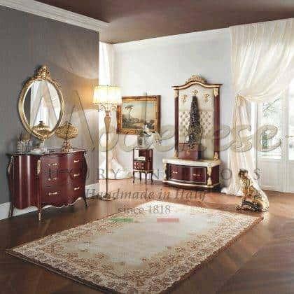 armoires rouges élégantes tissus de conception italienne de style classique précieux miroirs sur mesure avec détails raffinés de feuille d'or meubles de luxe sophistiqués en bois massif fabriqués à la main luxueux palais royal meubles exclusifs sur mesure