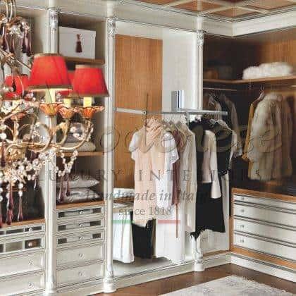 élégantes armoires italiennes classiques de luxe exclusives meubles exclusifs fabriqués à la main en Italie bois massif détails décoratifs en feuille d'argent faits à la main haut armoires personnalisées meubles classicla détails de style baroque fabrication exclusive de meubles de luxe en bois massif exclusif
