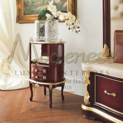 meubles fabriqués à la main sur mesure baroque fait à la main en bois massif vénitien traditionnel armoire téléphonique rouge finitions glod sculptées détails incrustés décorations décoratives élégantes exclusivité fabriqué en Italie conception traditionnelle éléments décoratifs de style vénitien