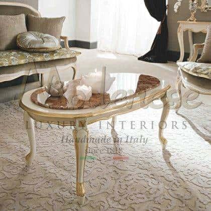 table basse de luxe chic en marbre design raffiné fait à la main production de meubles traditionnels par des artisans qualifiés italiens meubles exclusifs matériaux italiens de qualité supérieure table basse classique sculptée à la main de bon goût finition de style baroque.