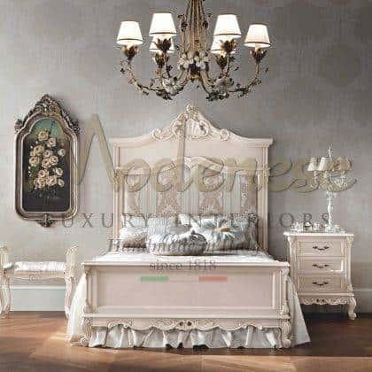 meubles de tête de lit patinés ivoire sophistiqués détails de feuille d'ivoire vénitien exclusifs finition détails de chambre élégants intérieurs vénitiens sculptés à la main meubles de style italien palais meubles de villa royale style vénitien bois massif exclusif style italien style bois massif vénitien
