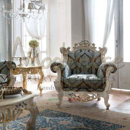 عالية الجودة مصنوعة يدويًا من الكراسي بذراعين المنحوتة المصنوعة يدويًا والتي تصنع أفضل جودة مصنوعة في إيطاليا من الأقمشة والأثاث المصنوع يدويًا والأثاث المصنوع يدويًا باللون الأبيض اللامع والأفكار الرائعة لغرفة المعيشة ذات الكراسي بذراعين المصنوعة في إيطاليا ذات الجودة العالية من الخشب الصلب والأثاث الزخرفي لمشاريع ديكور الفلل والقصور الملكية الأنيقة
