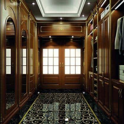 حرفية في غرفة الملابس مصنوعة في إيطاليا ، خزانة أنيقة فاخرة ، تفاصيل ذهبية ، تشطيبات على الطراز الكلاسيكي التقليدي ، خشب صلب مصنوع خصيصًا ، تصميم حصري ، أثاث إمبراطوري ملكي ، تفاصيل ديكور أنيق ورائع ، تصميمات داخلية مصنوعة يدويًا ، صناعة يدوية صنع في إيطاليا