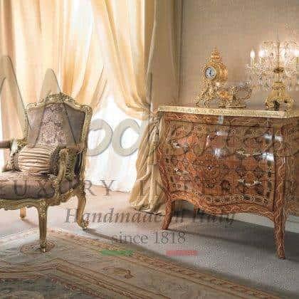 fauteuil artisanal classique baroque rococo vénitien exclusif dans un élégant rembourrage italien matériaux de qualité supérieure à la main des fauteuils raffinés idées en pleine feuille d'or finition sur mesure style victorien haut de gamme meubles exclusifs meilleure qualité d'intérieurs artisanaux production d'intérieurs en bois massif de qualité supérieure sculptés à la main pour une décoration élégante solutions