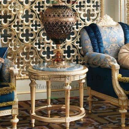 table basse de charme avec des détails de feuille d'or meubles français sur mesure pour une décoration majestueuse unique à la maison goût chic idées de luxe meubles design intemporel fabriqués à la main en bois massif incrusté raffiné finition en marbre azul ameublement design italien meubles de qualité supérieure meubles en bois massif