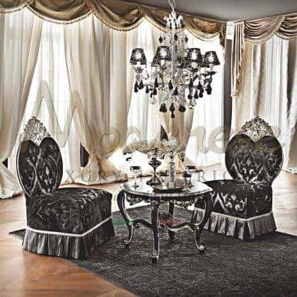 design italien unique spécial raffiné et fauteuils de qualité en bois massif style baroque classique sur mesure fabriqué en Italie production de meubles précieux tissus sur mesure pour le salon de la villa royale meilleures décorations intemporelles sur mesure décoration de la maison ornementale luxe riche exclusif fabriqué en Italie intérieurs artisanaux