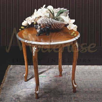table basse de luxe élégante de style italien avec le meilleur design oplulent plateau précieux en bois raffiné détails en argent plateau de luxe fabriqué en italie mobilier artisanal en bois massif luxueux palais royal décoration exclusive de la maison artisanale italienne.