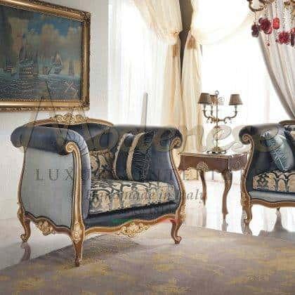 style classique baroque intemporel fabriqué en Italie fauteuil vénitien traditionnel en bois massif fait à la main sculpté dans la feuille d'or détails finition exclusive luxe italien intérieurs artisanaux majestueux fauteuil élégant salon idées de meubles de salon exclusif décoration sur mesure classique vénitien design unique meubles classiques haut de gamme de qualité haut de gamme fabriqué en Italie meubles décoratifs coûteux