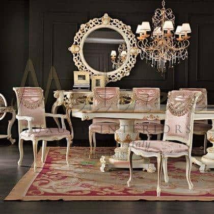 détail de la table à manger à la main finition personnalisable chaises en bois massif sculptées faites à la main luxe italien production de meubles artisanaux haut de gamme élégantes idées de meubles de salle à manger mobilier de palais royal rembourrage en velours raffiné