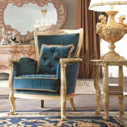 style classique baroque traditionnel fabriqué en Italie fauteuil de luxe en bois massif fabriqué à la main finition feuille dorée intérieurs artisanat italien de luxe fauteuil majestueux fauteuil majestueux idées de meubles de salon élégants décorations exclusives sur mesure décor à la maison classique vénitien design unique meubles classiques haut de gamme de qualité haut de gamme fabriqué en Italie meubles décoratifs opulents