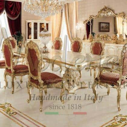 table à manger de luxe pour une élégante décoration de dessus de salle à manger faite à la main avec une finition à la feuille d'or et des idées de table à manger raffinées dans un style vénitien baroque haut de gamme, ce mobilier exclusif est la qualité supérieure de la production d'intérieurs artisanaux, une salle à manger majestueuse avec une table à manger haut de gamme faite à la main et sur mesure- fait pour la décoration supérieure sur mesure en bois massif fabrication exclusive de meubles italiens