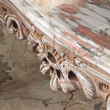 meubles italiens de luxe style vénitien tables basses classiques raffinées sculptées à la main avec marbre haut de rosa norvegia décorations majestueuses de salon en bois massif de la meilleure qualité fabriquées en Italie collections de meubles traditionnels par des artisans qualifiés italiens.
