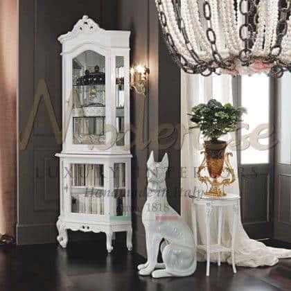 table basse de style vénitien sculpté avec dessus blanc meuble de table basse en bois fait à la main meubles de luxe italiens en bois massif raffiné finition argentée de qualité supérieure matériaux de qualité supérieure.