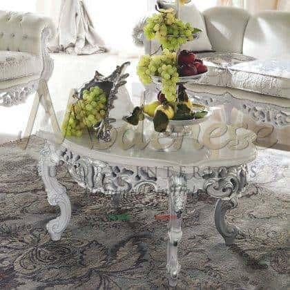 meubles de table basse sophistiqués en bois massif plateau vénitien incrusté de marbre giada blanc version vénitienne exclusive en feuille d'argent détails et finition élégants détails de structure sculptés intérieurs faits à la main vénitiens meubles de style italien palais villa royale meubles exclusifs style vénitien