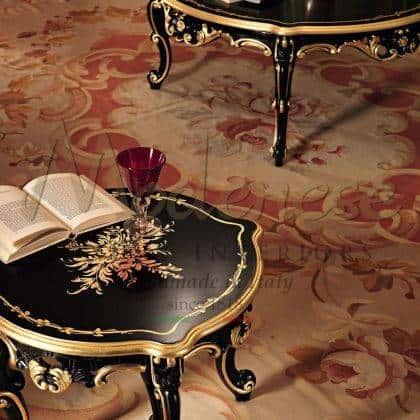 table noire exclusive peinture à la main élégante sculptée détails élégants sur mesure collection de meubles raffinés à la feuille d'or finition artisanale italienne de luxe production artisanale haut de gamme design italien opulent ameublement traditionnel