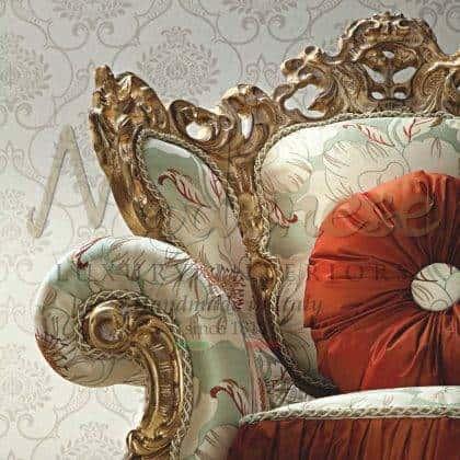 style classique traditionnel fabriqué en Italie fauteuil baroque rococo 'victorien en bois massif fait à la main sculpté dans la feuille d'or finition exclusive luxe italien intérieurs faits à la main fauteuil majestueux mobilier de salon élégant ensemble de canapés confort décoration exclusive sur mesure décoration classique vénitienne design exclusif meubles classiques qualité haut de gamme mieux fait en Italie meubles décoratifs