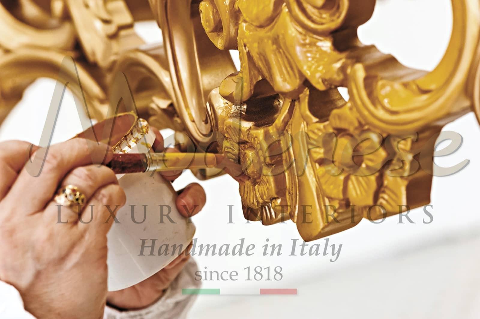 применение сусального золота 24 карата, мастера ручной работы, роскошное производство итальянской мебели, индивидуальные предметы искусства, детали интерьера, королевская вилла, жилой дворец, роскошный золотой декор