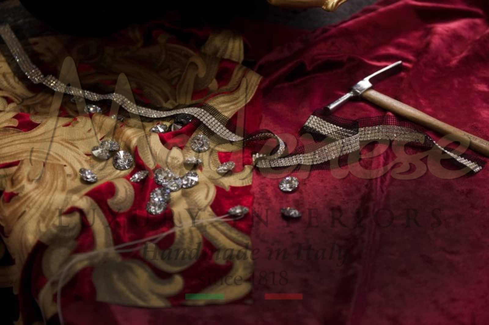 золотые, серебряные металлы Сваровски, драгоценные материалы, качество, ткани премиум-класса, итальянский декор, роскошная мебель, производство ручной работы в Италии, ремесленный дух, детали в стиле барокко, декор для дома, рококо дизайн идеи вне времени, дизайна интерьера, изысканный вкус, стандарты контроля качества