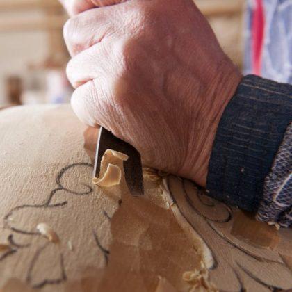 حرفيون ، قطع فنية حرفية ، تصميمات داخلية عالية الجودة ، نحت خشبي ، تصميمات داخلية فاخرة ، خشب منحوت صلب ، منحوتات ، تفاصيل ، إنتاج أثاث مصنوع في إيطاليا ، جودة عالية ، أفضل الأفكار الداخلية ، مشاريع ملكية ، نمط إيطالي فاخر ، ديكور منزلي فريد من نوعه ، Rococo ، تقاليد على النمط الباروكي ,تصميم داخلي غير مزمن ، ذوق ، تفاصيل أنيقة فريدة ،